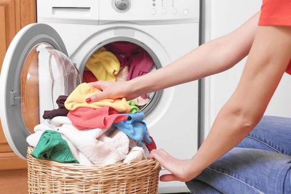Giặt chung quần áo với người bị sùi mào gà có lây bệnh không?