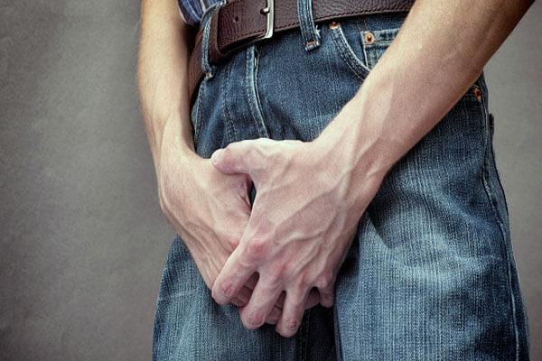Dương vật đau rát sau khi quan hệ xong có phải bị mụn rộp không?