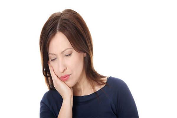 Nổi mụn nước ở mép môi, miệng là bị bệnh gì?